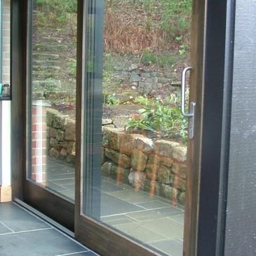 3 primeri izdelave drsnih vrat iz stekla
