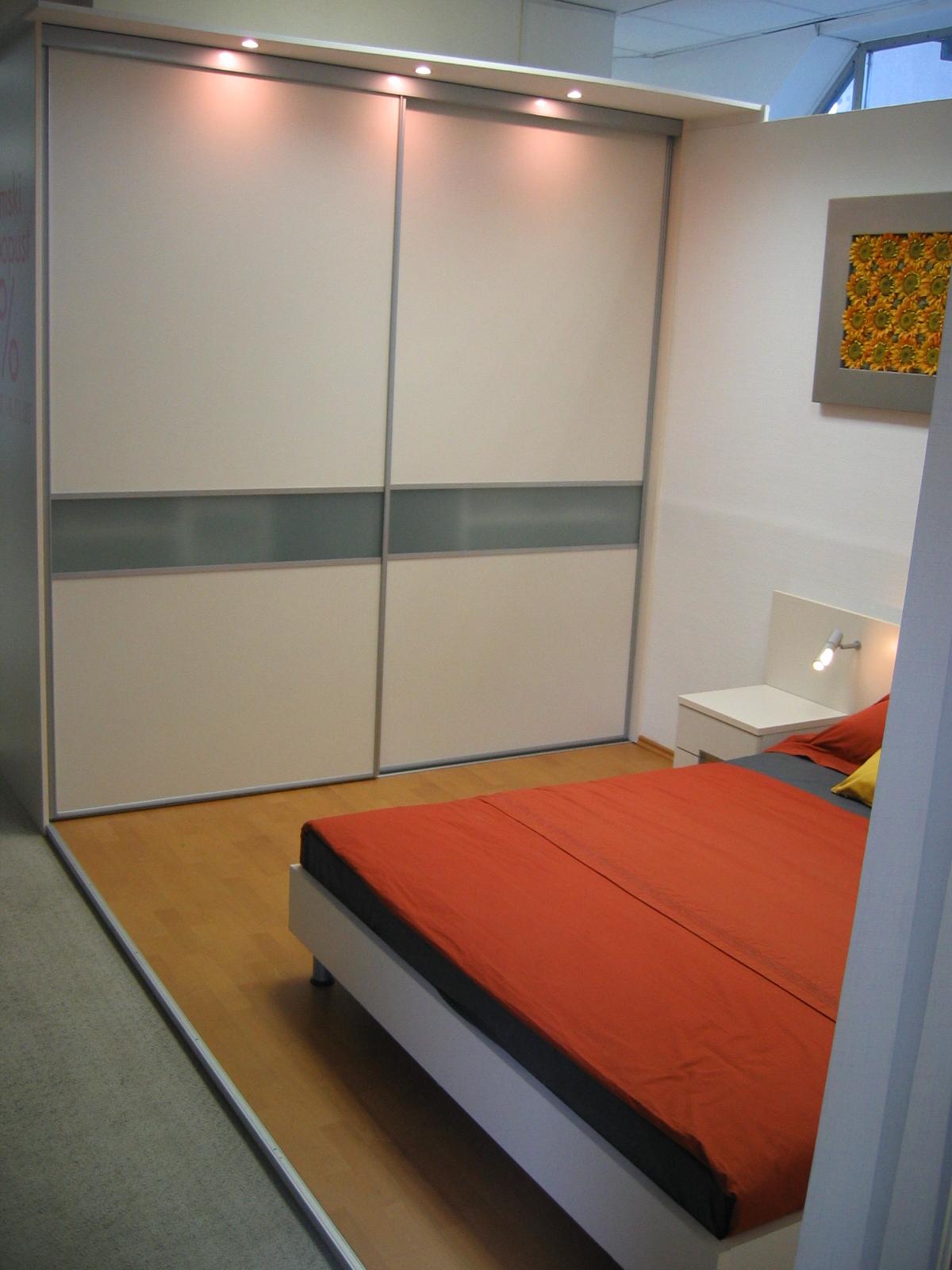 ugodna drsna vrata za vgradno omaro
