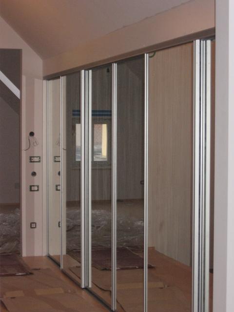 vgradna omara z ogledali