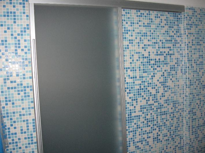 steklena drsna vrata kopalnica