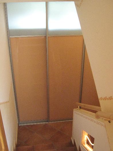 steklena drsna vrata na hodniku