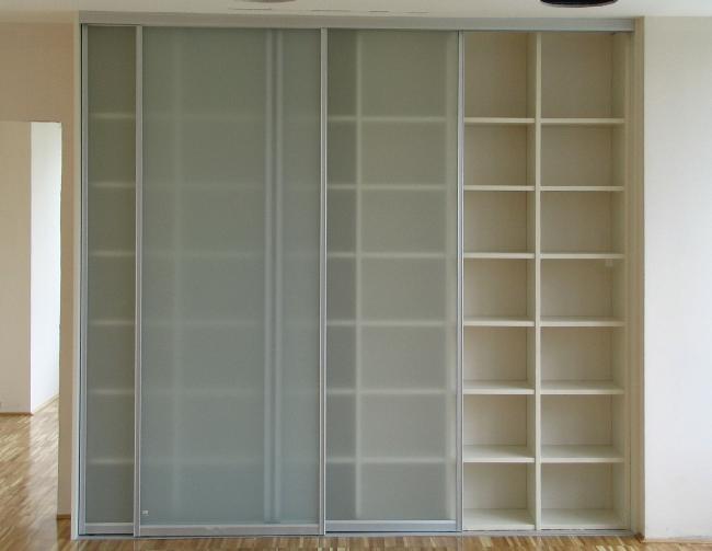 pisarniška omara z drsnimi vrati