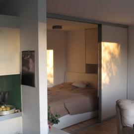 Primeri, ko je v spalnico, primerno namestiti drsna vrata