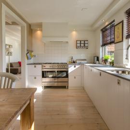 Pregraditev dnevne sobe in kuhinje