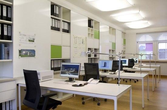 Praktično in uporabno: Vas jezi drobni pisarniški material, ki spreminja vašo mizo v kaos?