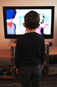 otroci in gledanje televizije